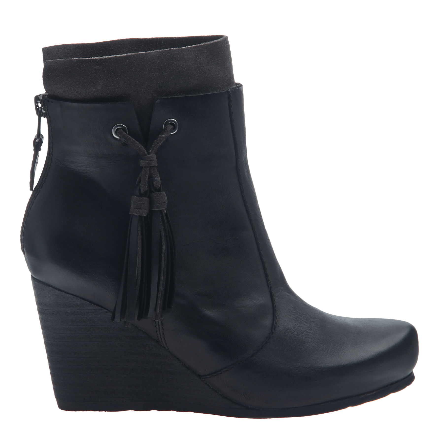 Women's wedge ankle bootie the vagary in black side view