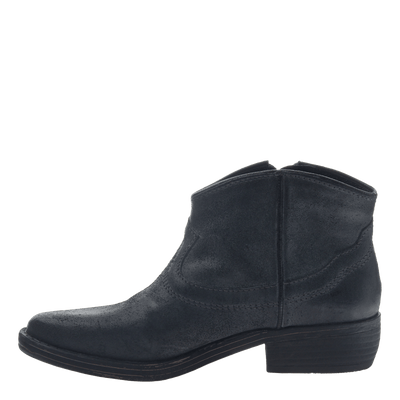 Women's western bootie the trek in black inside view