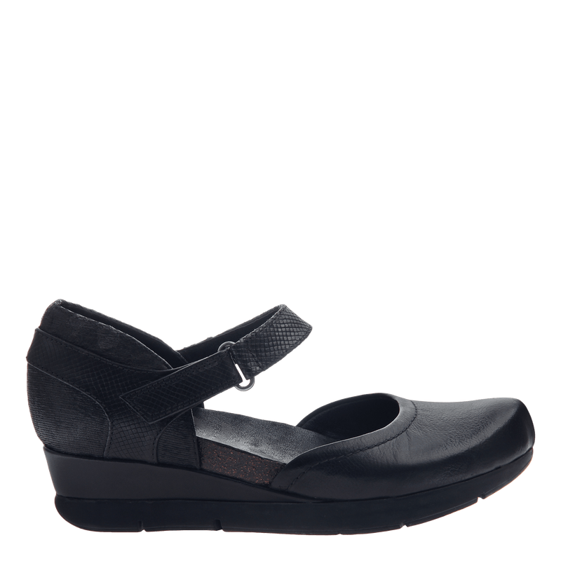 Companion women's wedge in black