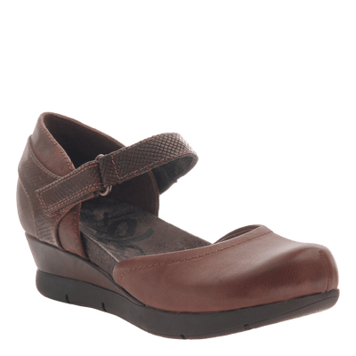 Companion women's wedge in Oak