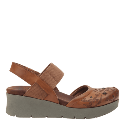 Womens platform mary jane Roadie in tobacco side view