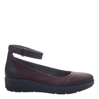 Womens ballet flat the scamper in burgundy side view