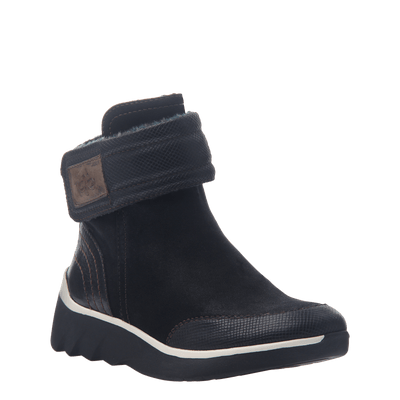 Women's cold weather boot the outing in black
