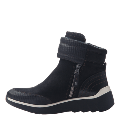 Women's cold weather boot the outing in black inside view