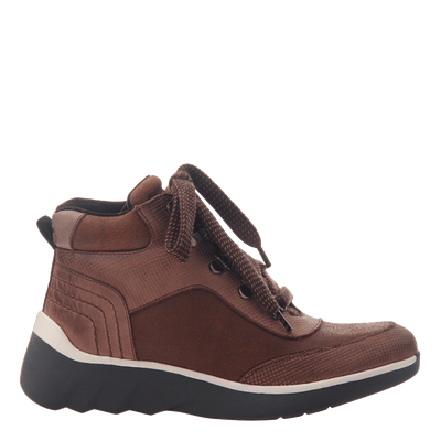 Women's hiker boot the commuter in New Mid Brown side view