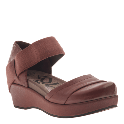 Womens closed toe wedges wander out in Sangria