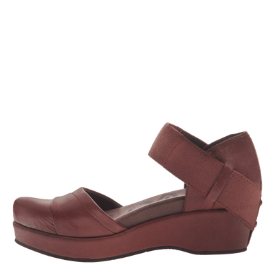 Womens closed toe wedges wander out in Sangria inside view