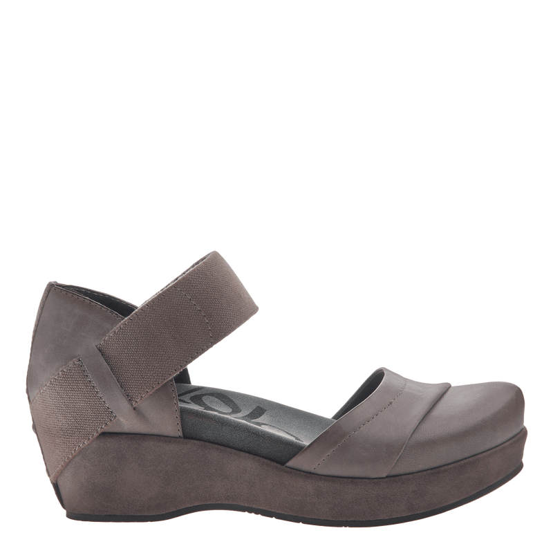 Womens closed toe wedges wander out in Zinc