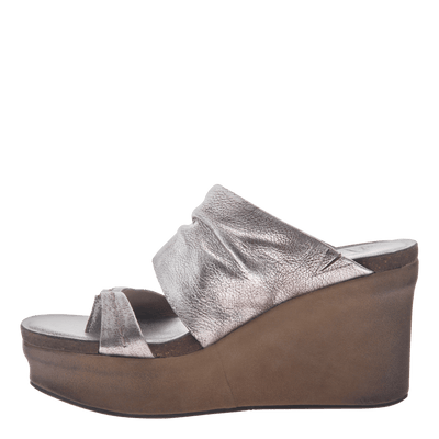 Womens wedge tailgate in silver inside view