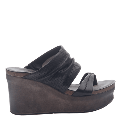 Womens wedge tailgate in black side view