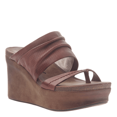 Womens wedge tailgate in sangria