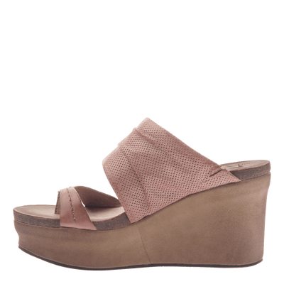 Womens wedge tailgate in warm pink inside view