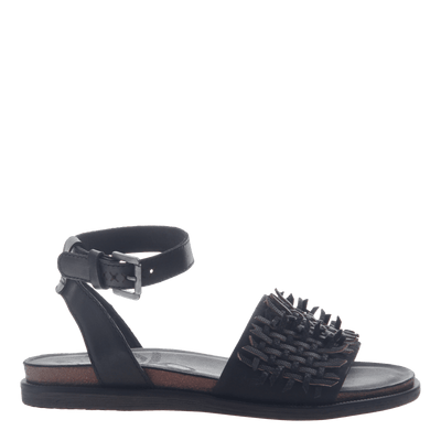Womens flat sandal voyage in black side view
