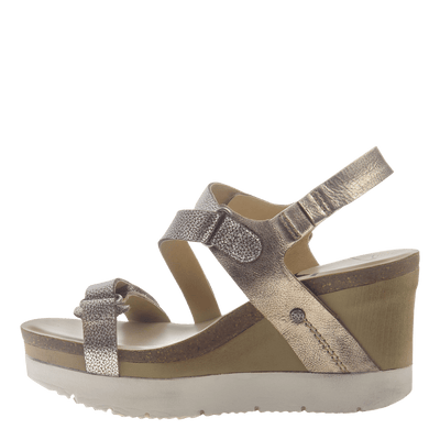 Womens wedge sandals wavey in gold inside view
