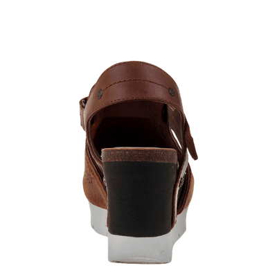 Waypoint wedge in new tan back