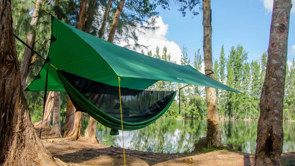 This lightweight and portable hammock camping rainfly has your camping gear covered. Made from 70 Polyester waterproof fabric