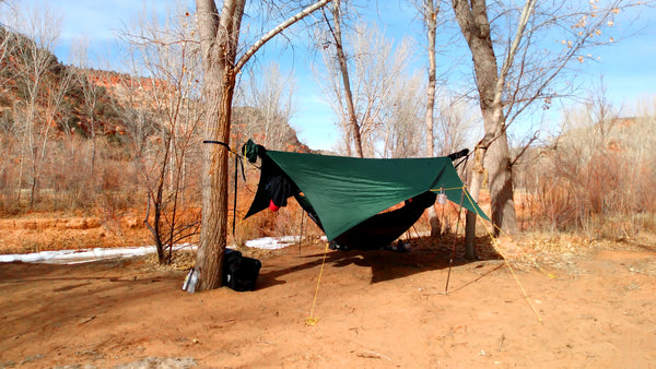 Like porch mode except only one pole is used at the center tie out loop. This tarp mode gives extra space to move around.