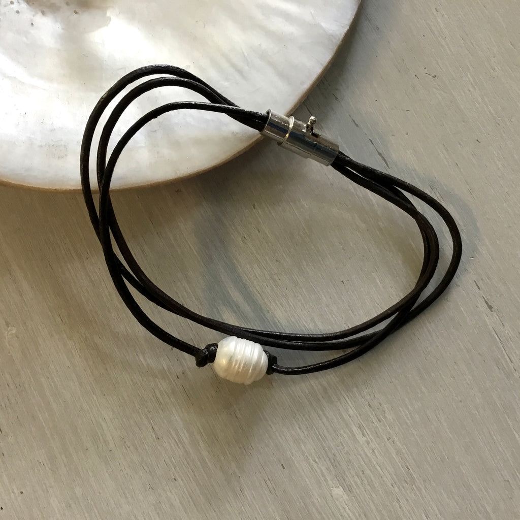 Pearl Leather Metal Clasp Bracelet