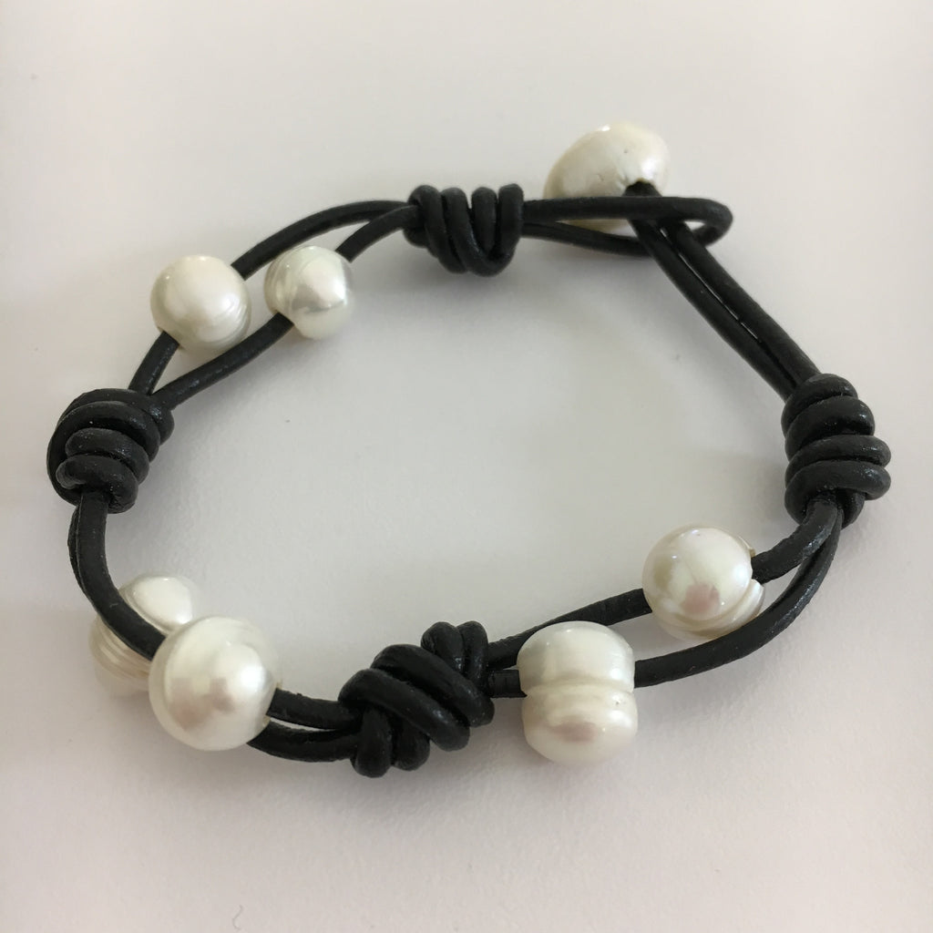 White Pearl Leather Knot Bracelet
