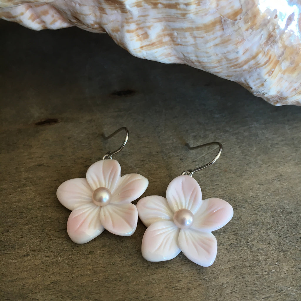 Pink Conch Pearl Flower Earrings