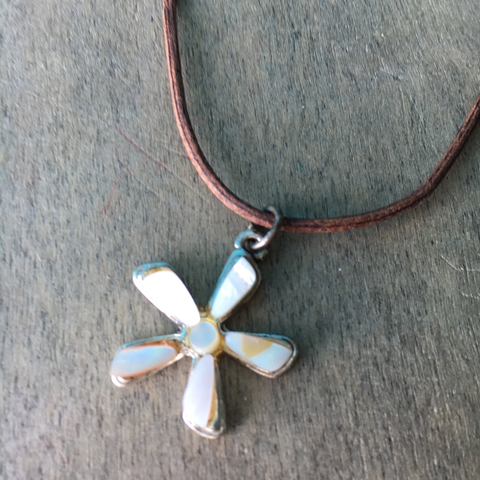 Daisy Flower Shell Necklace