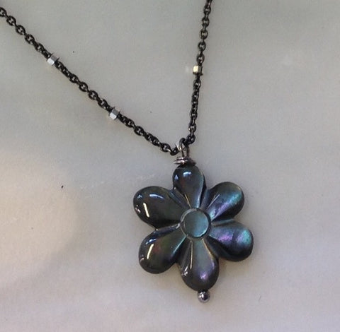 Black Shell Flower Necklace