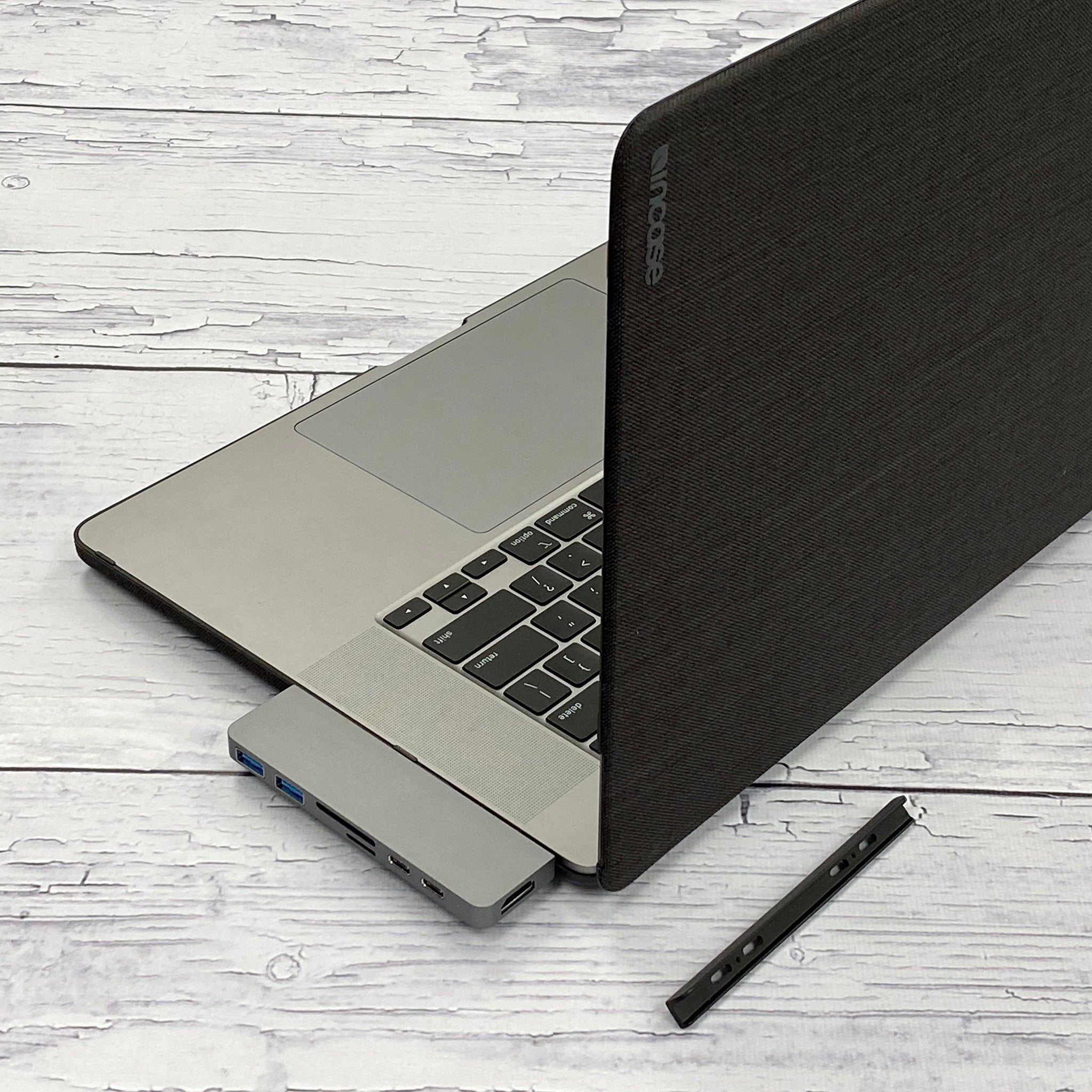 New 2020 HyperDrive DUO 7-in-2 USB-C Hub with Protective Case