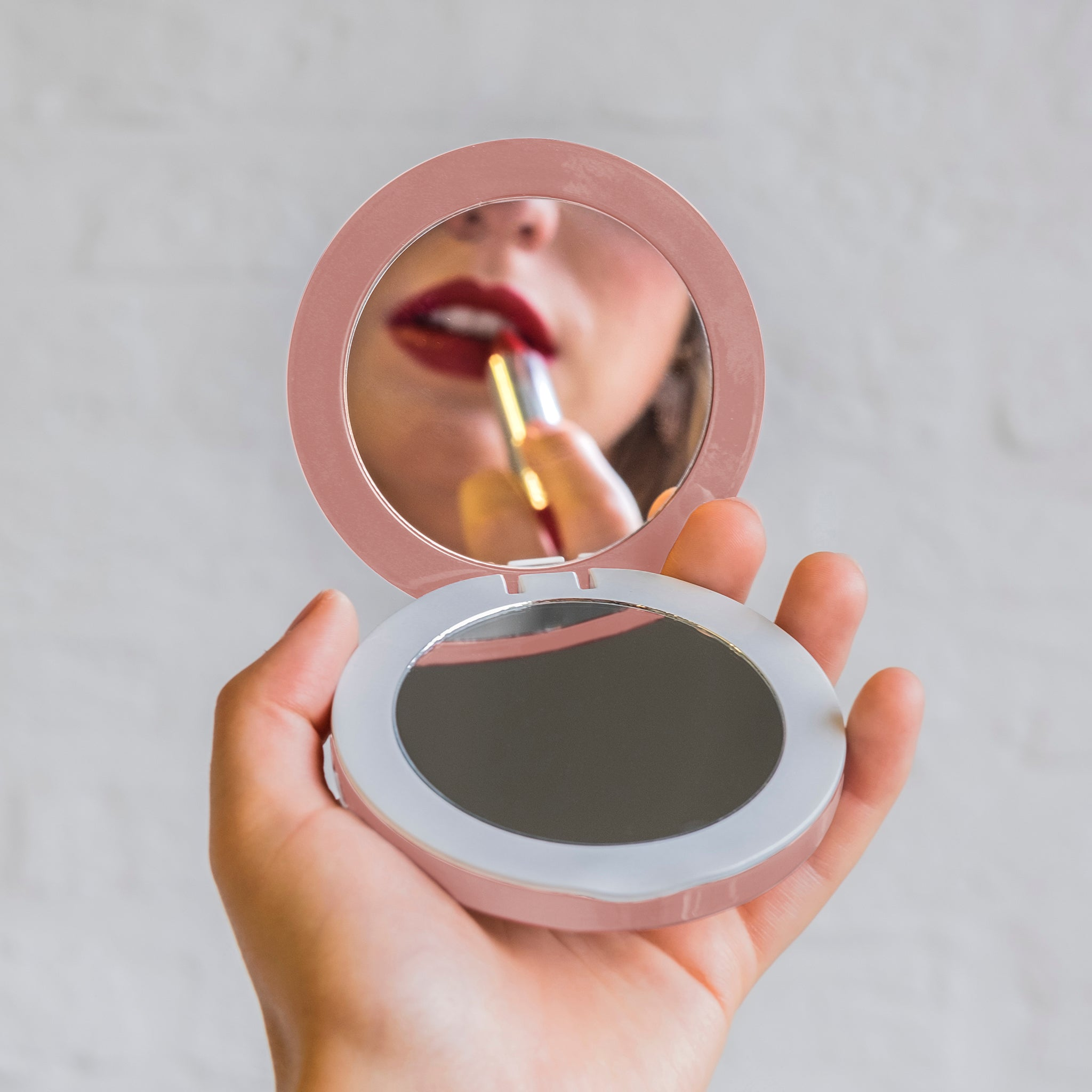 PEARL: LED Compact Mirror & USB Battery Pack
