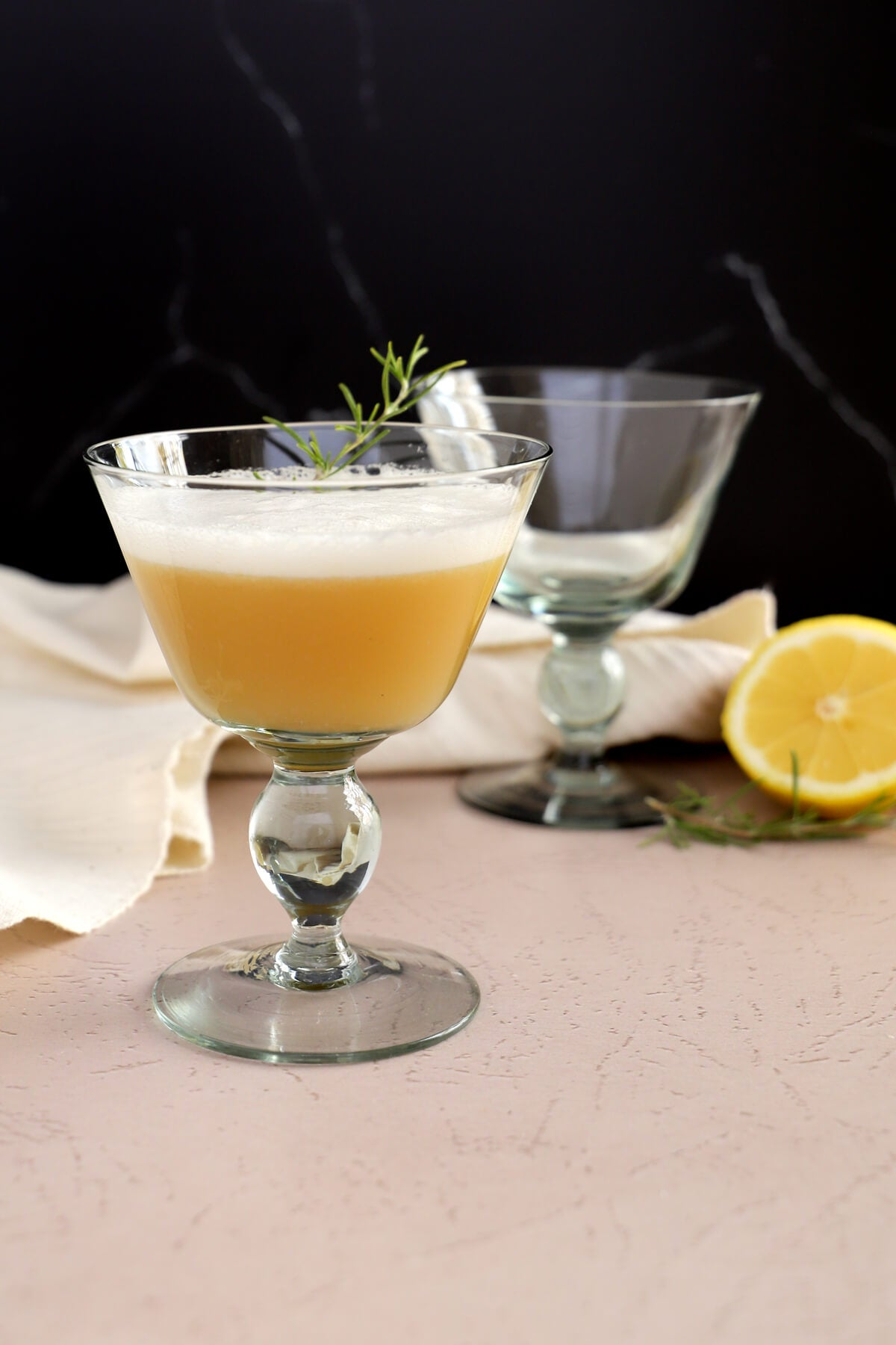 Recipe for a Whiskey sour cocktail with an egg white