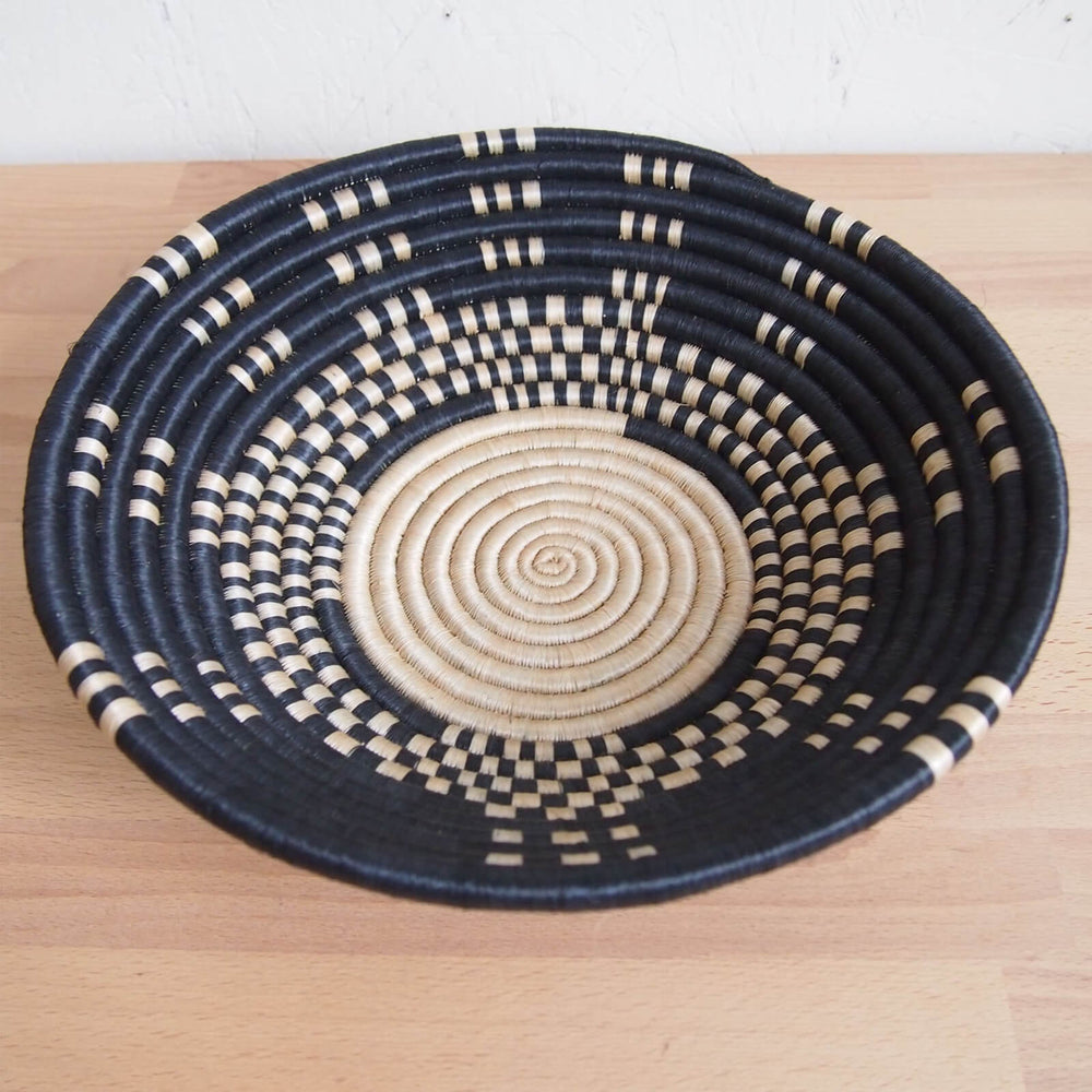 Hand Woven Mukingi Basket - Black and Tan