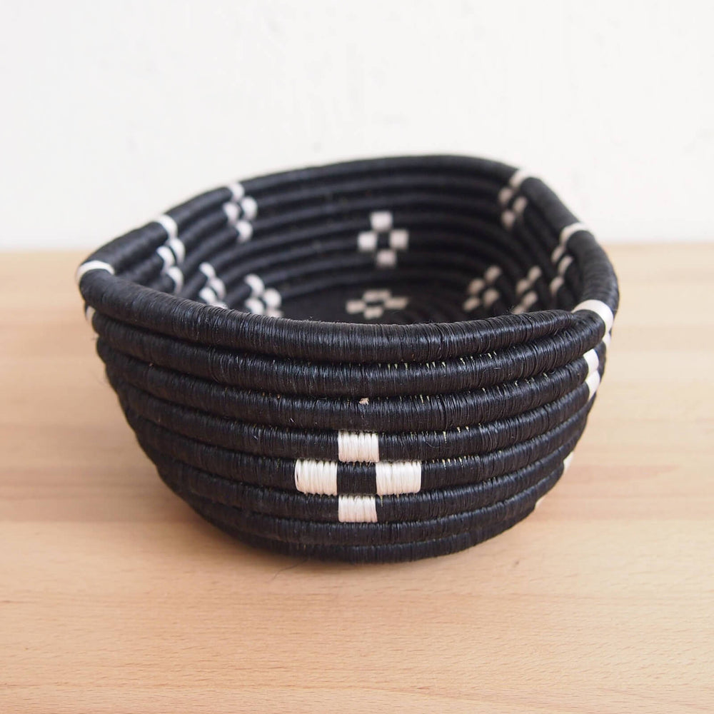 Hand Woven Munazi Bread Basket - Black and White