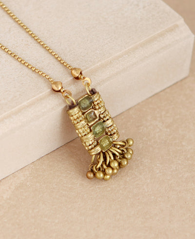 Golden Shimmy Necklace in Green