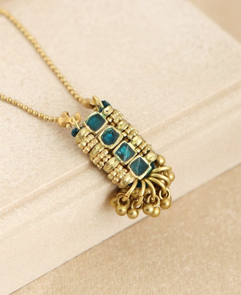 Golden Shimmy Necklace in Emerald