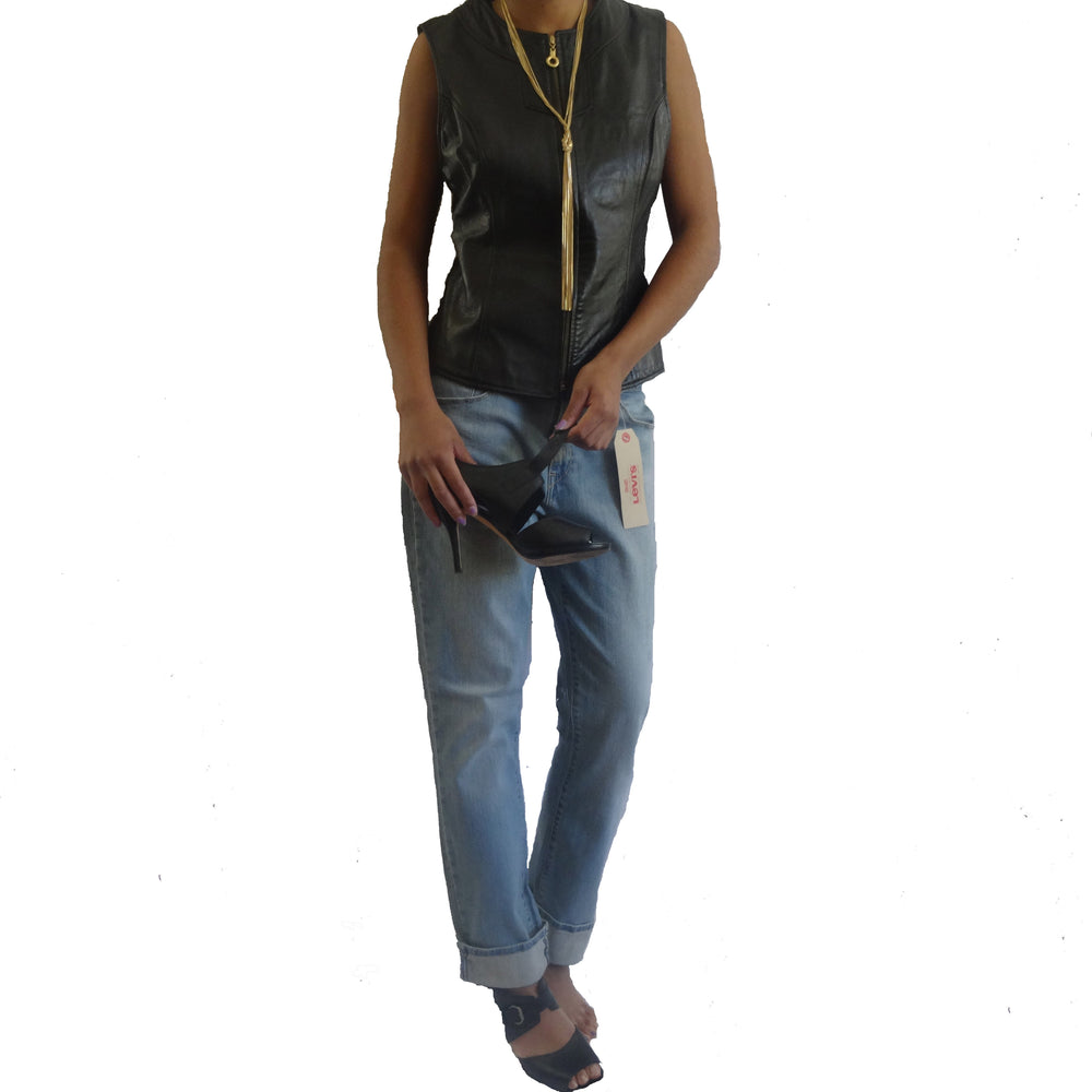 Mid Rise Skinny Levis Size 32x32.  Can have a Baggy Look!