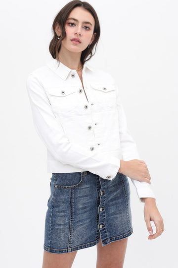 This white denim jacket is a spring time essential for those chilly mornings and frosty evenings! This jacket pairs perfectly with white or blue denim jeans and shorts as well as sun dresses! Mid weight denim that is soft and stretchy. Cropped length. Classic fit. Model is 5'9