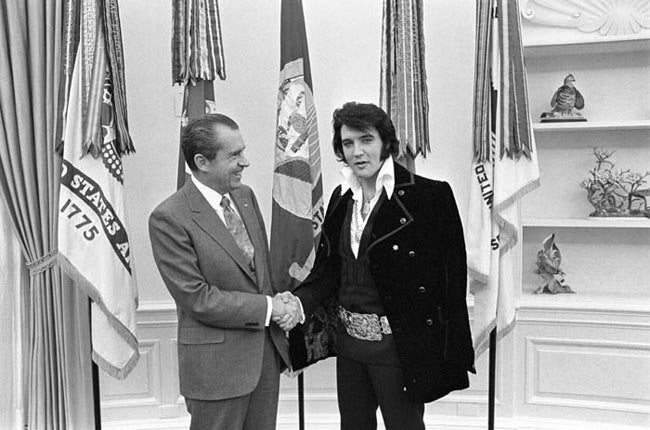 Boscutti - Elvis Presley - President Richard Nixon and Elvis Presley shakes hands in the oval office