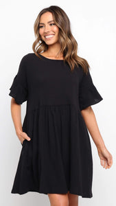 Black Pockets Pleated Dress