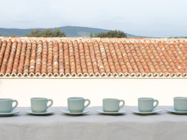 Coffee cups in glazed earthenware / <i>Chávenas de café em grés vidrado</i>