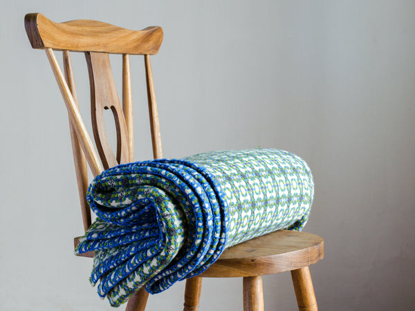 Wool blanket in green and blue / <i>Manta de lã em verde e azul</i>