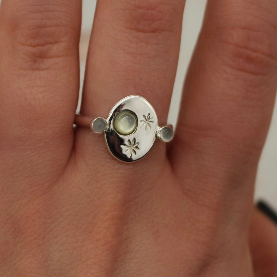 Sample sale - 'Nyx  Pearl Moon and Moonstone Roman Signet Ring (Silver, US 8.5, UK Q-1/2) - Ring The Serpents Club