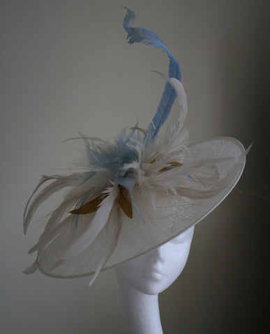 Ivory upturn headpiece with feathers