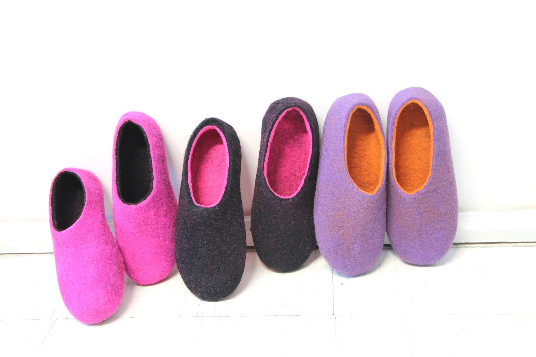 Womens Wool Felt Slippers Black Hot Pink Indoors - Wool Walker  - 6