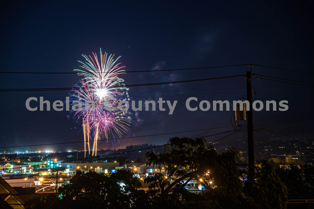 Fourth of July Fireworks Wenatchee , JPG Image Download - Brian Mitchell, Chelan County Commons