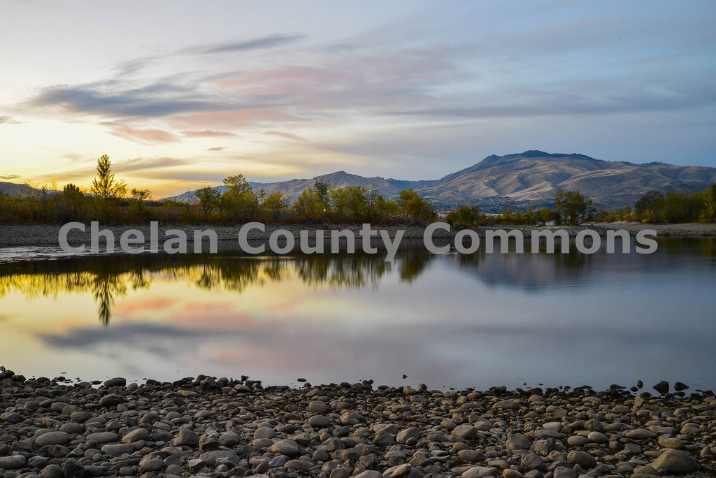 Calm Columbia River , JPG Image Download - Brian Mitchell, Chelan County Commons