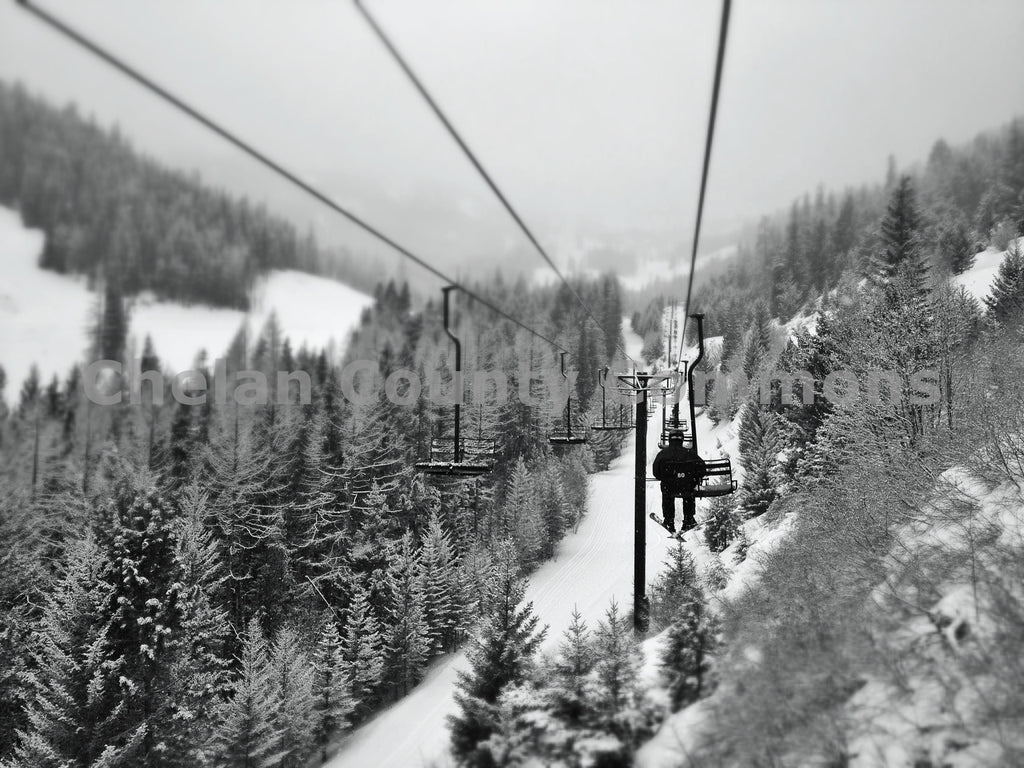 Mission Ridge Black And White , JPG Image Download - Travis Knoop, Chelan County Commons