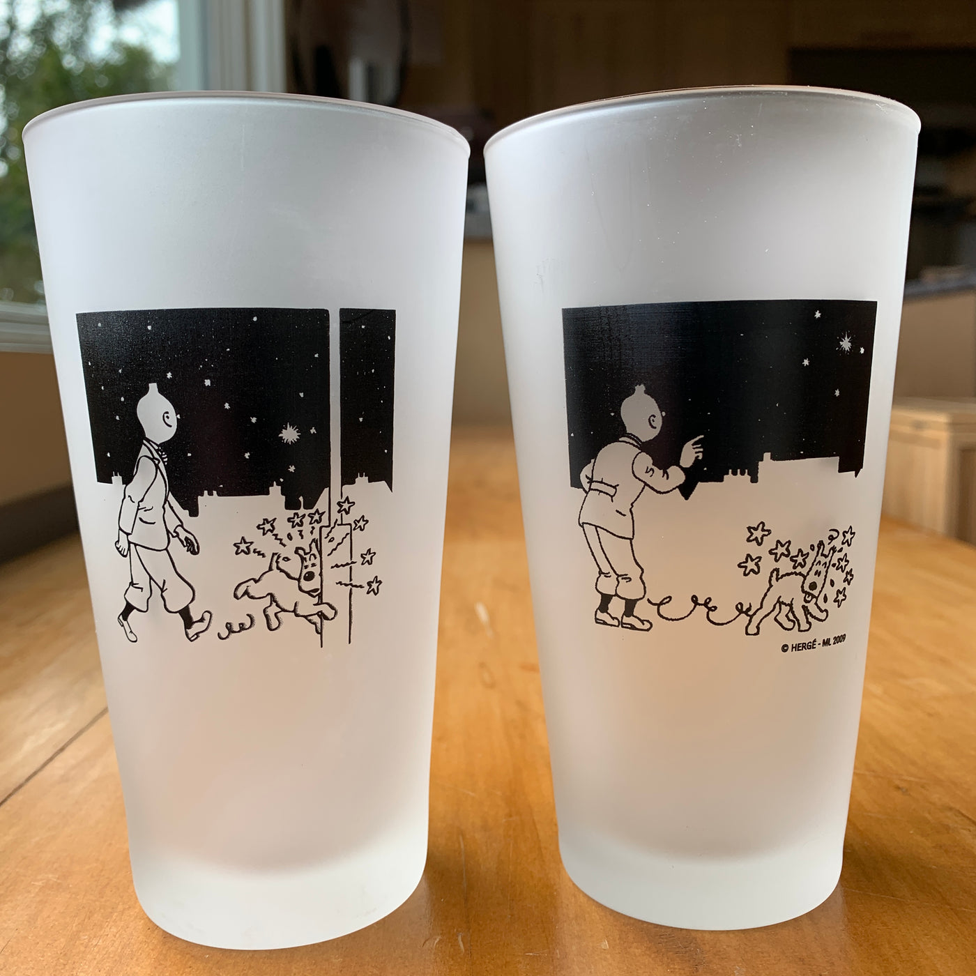 Tintin and Snowy See Stars Frosted Table Glass