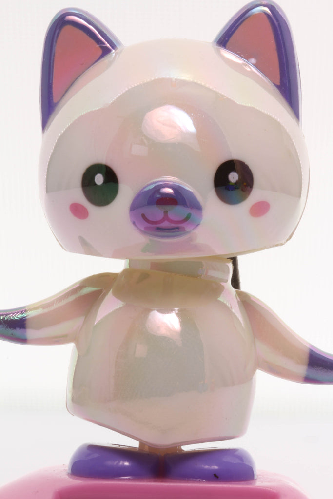 Solar Pearlescent White Cat Wobbler