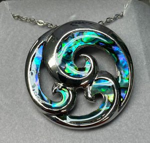 Wild Pearle Abalone Waves Necklace