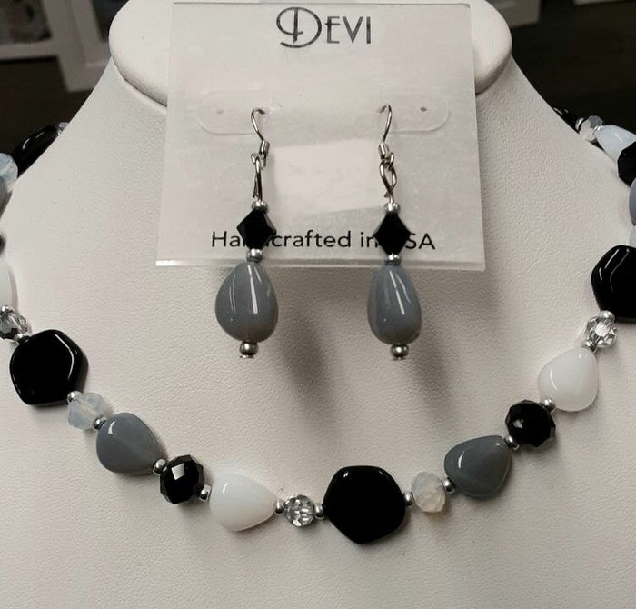 DEVI BLACK & WHITE NECKLACE AND EARRING SET
