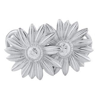 Le Stage Clasp, Daisies